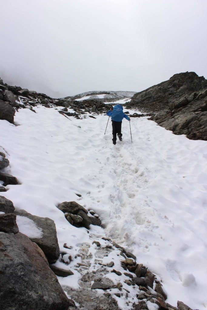 Erste Schneefelder Alpen
