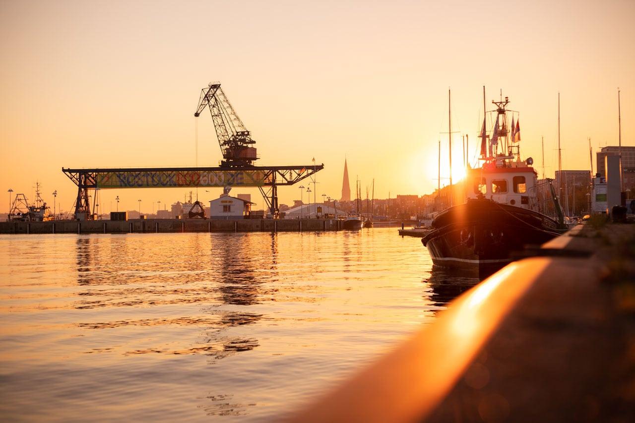 Sehenswürdigkeiten Rostock Stadthafen Sonnenaufgang