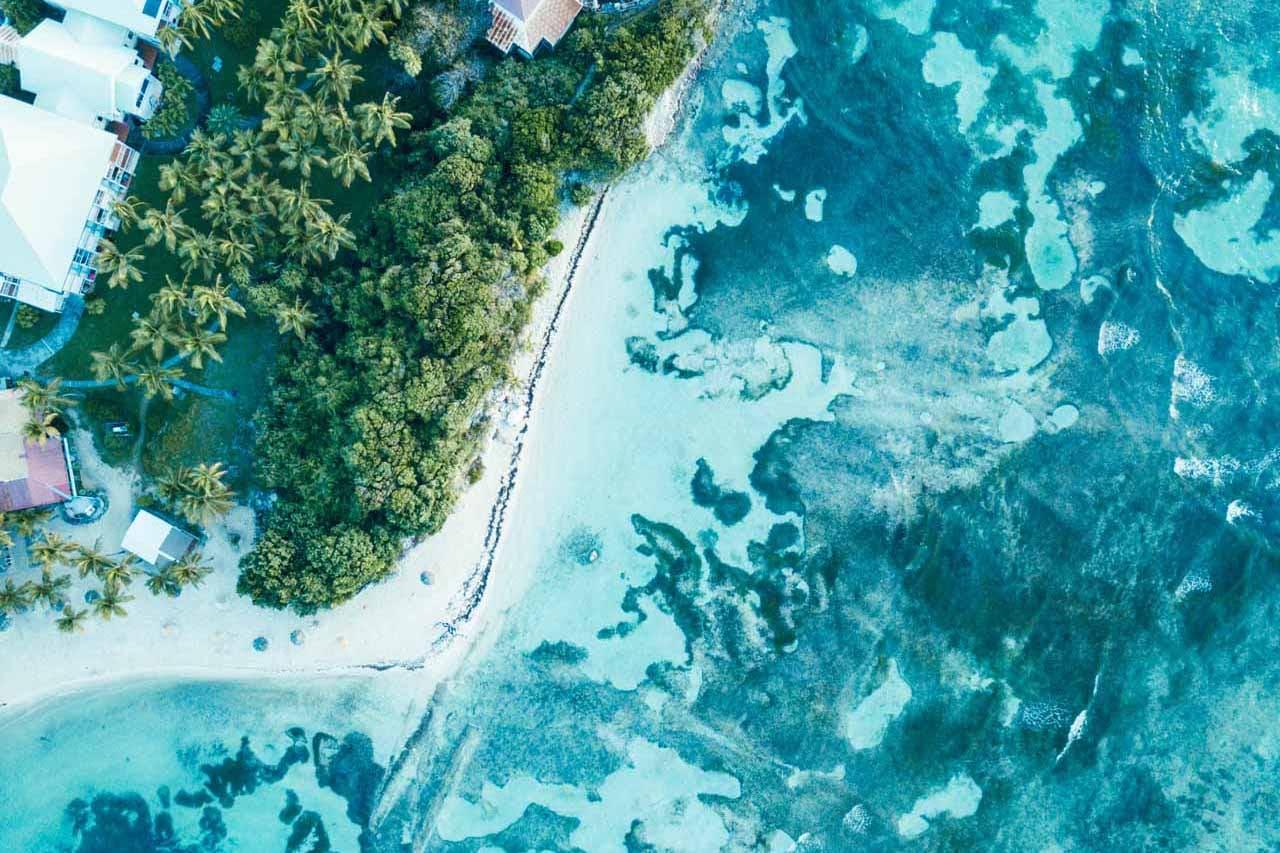 weißer Strand türkises Wasser Guadeloupe