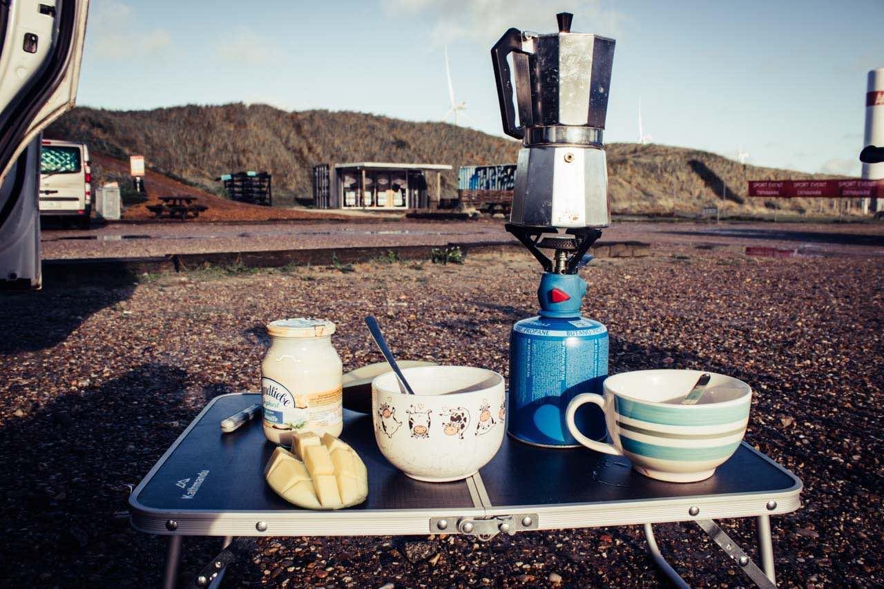 Mit dem Minicaper in Hvide Sande Dänemark Frühstück