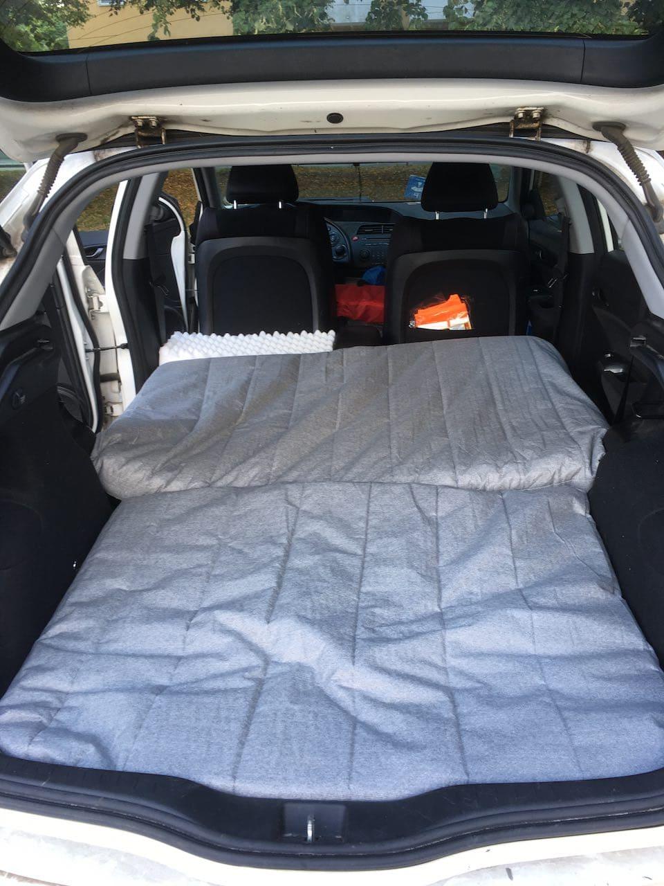 Minicamper Honda von Innen: Matratzen