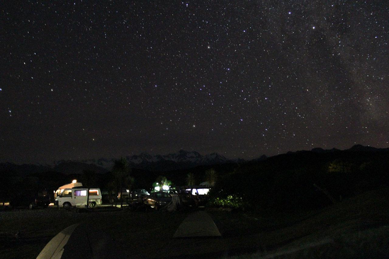 Sternenhimmel über Gillespies Beach Campingplatz auf Neuseelands Südinsel