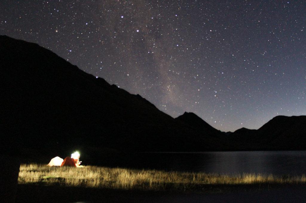 Sternenhimmel über Mike Lake Campingplatz in Neuseeland