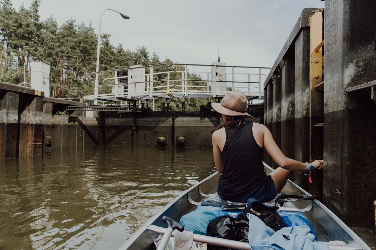 Schleusen auf der Kanutour durch die Mecklenburgische Seenplatte
