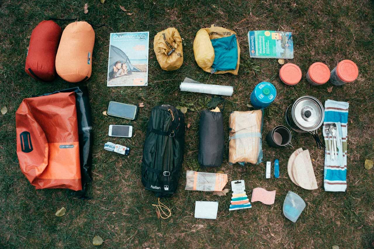 Camping - Ausrüstung der Packliste für Kanutouren