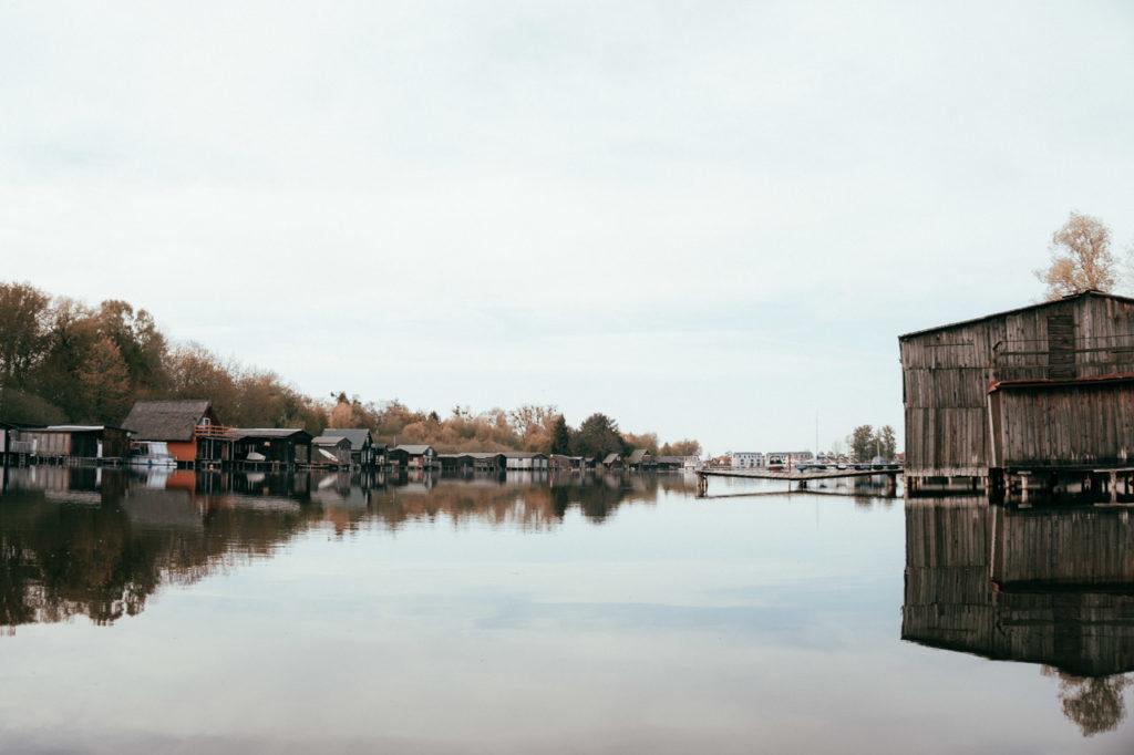 Kleine Bootshäuser in der Müritz