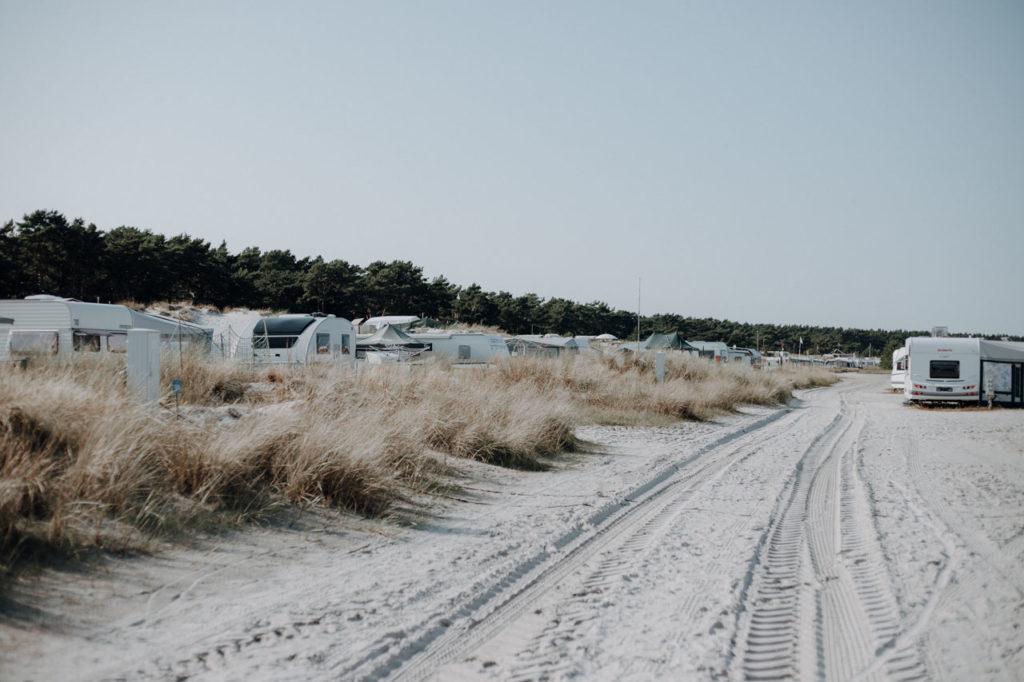 Wohnwagen in den Dünen