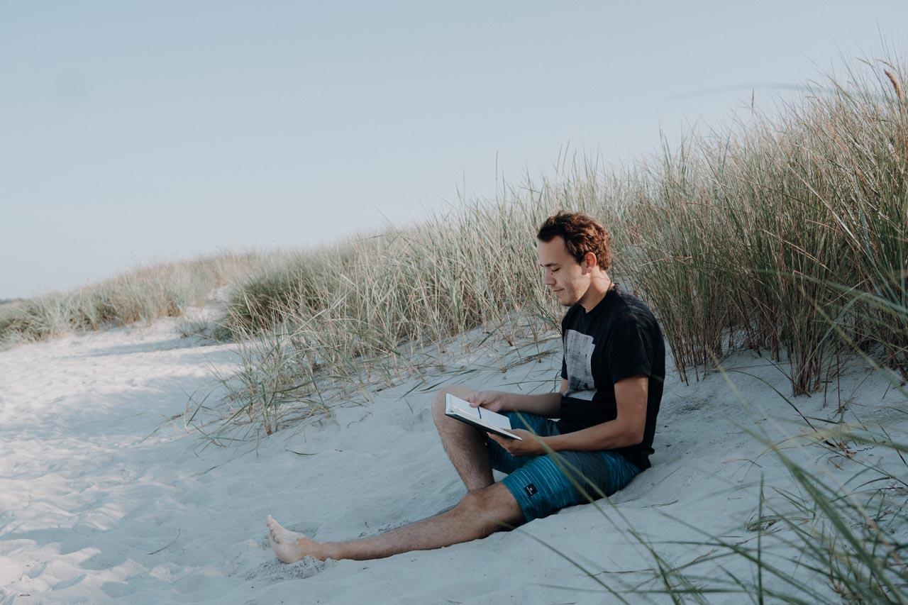 Am Strand den Gedanken freien Lauf lassen