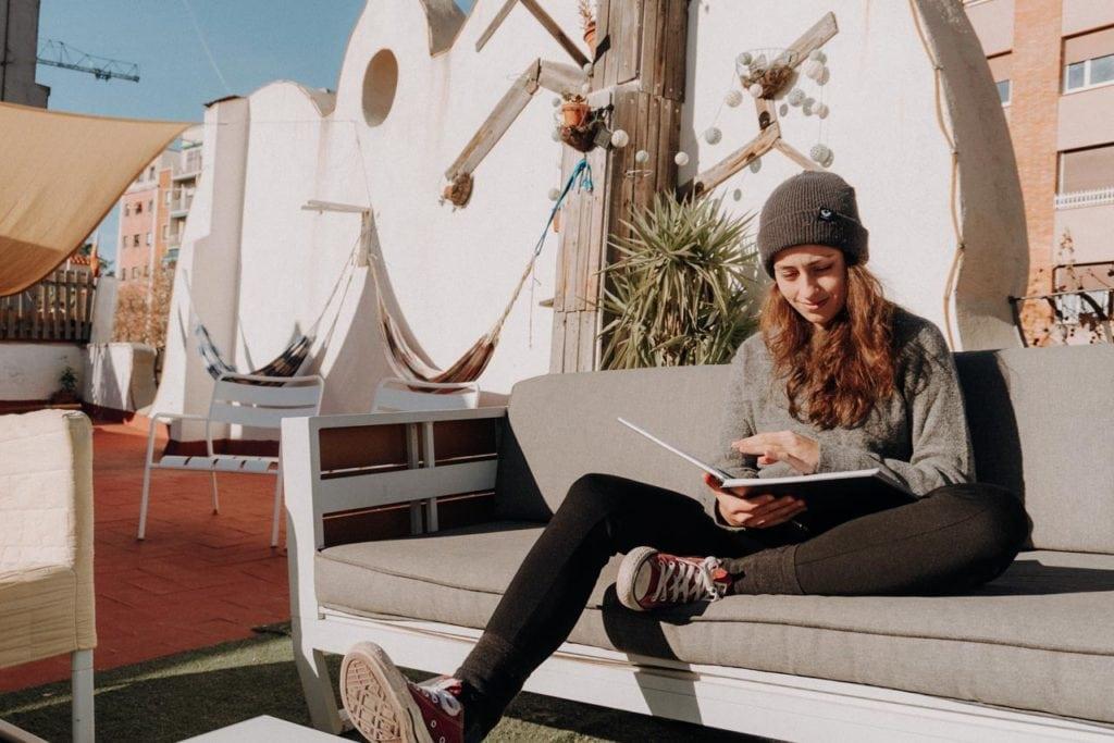 Journaling immer und überall. Hier auf einer Dachterasse in Barcelona
