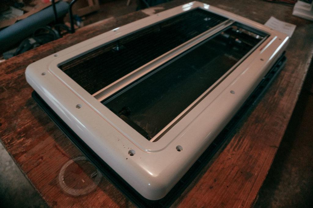 Carbest Seitenfenster mit eingebauter Jalousie