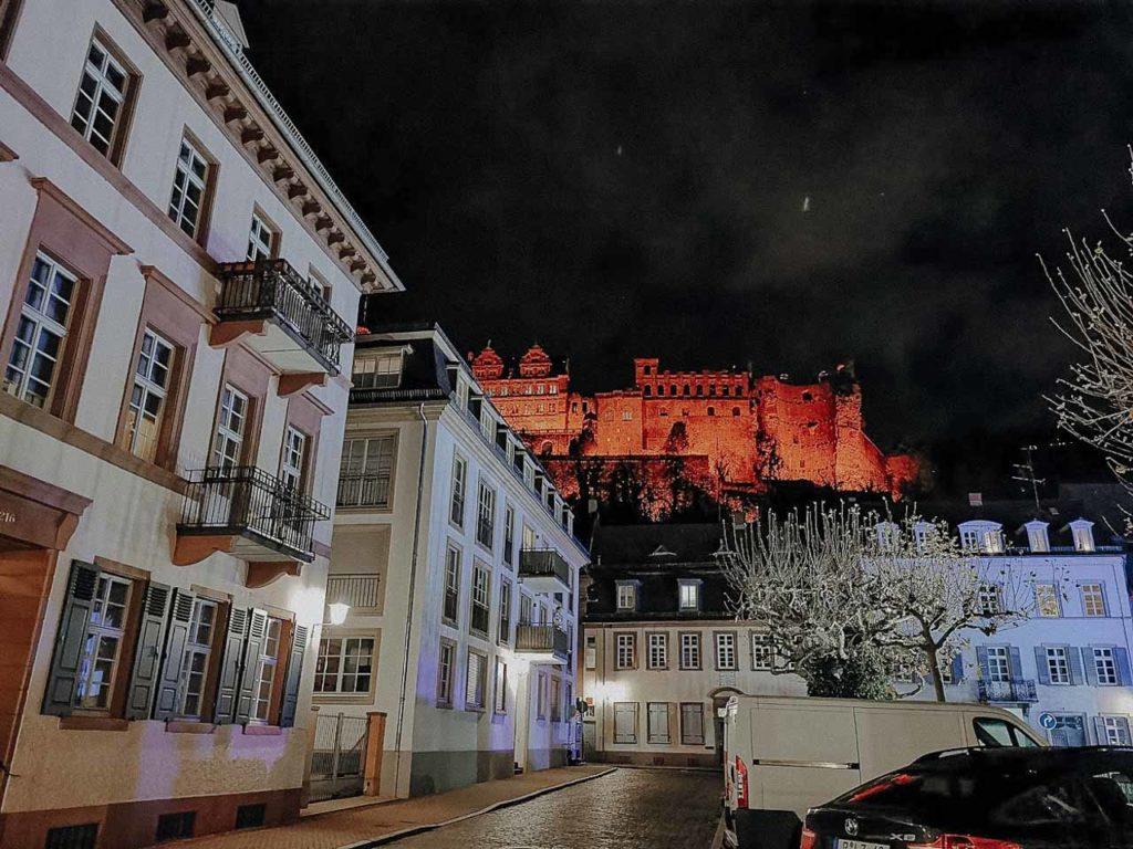 Blick auf das Schloss bei Nacht
