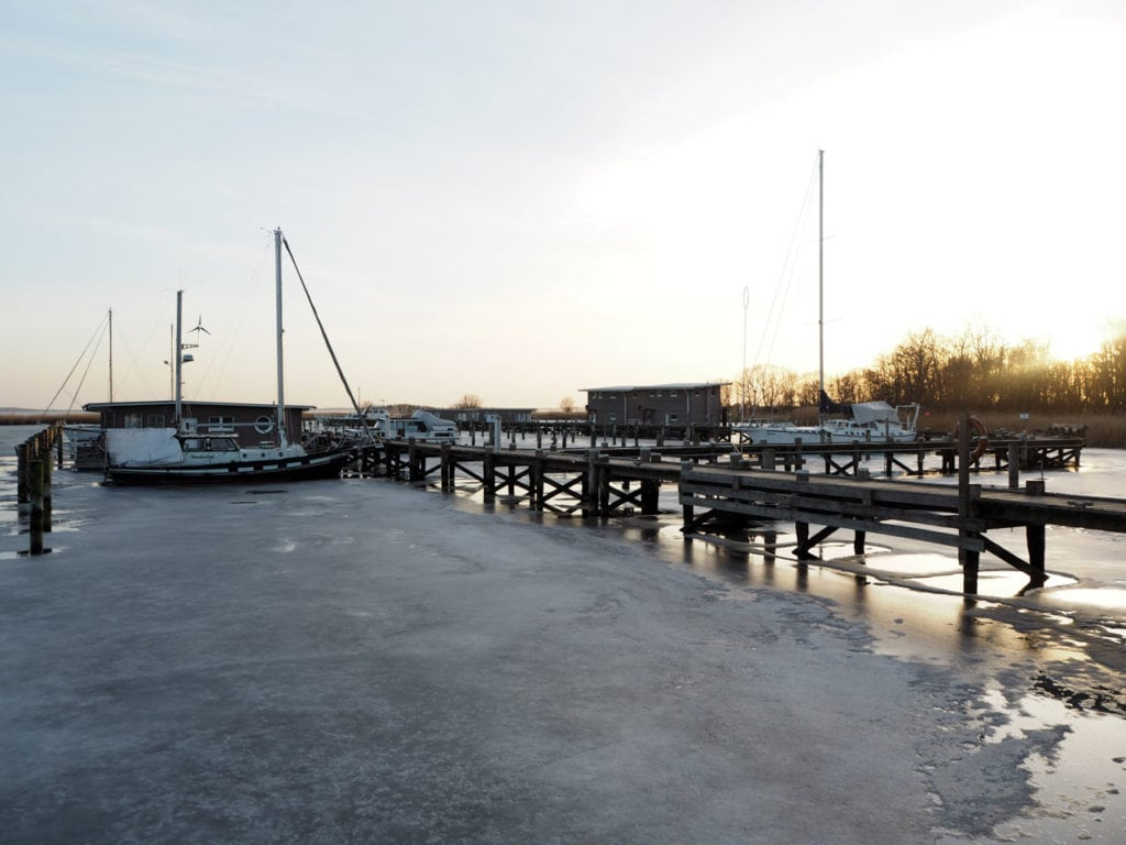 Ein zugefrorener Hafen