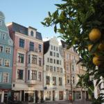 Blick auf die bunten Häuser am Neuen Markt