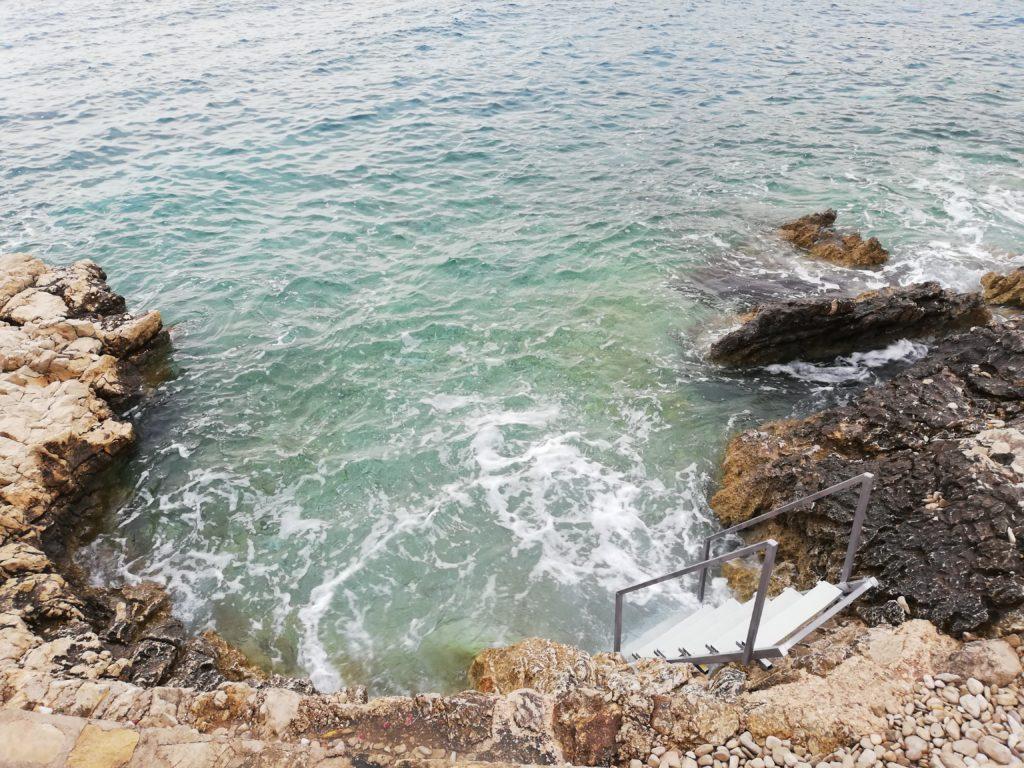 Leiter ins kühlende Meer